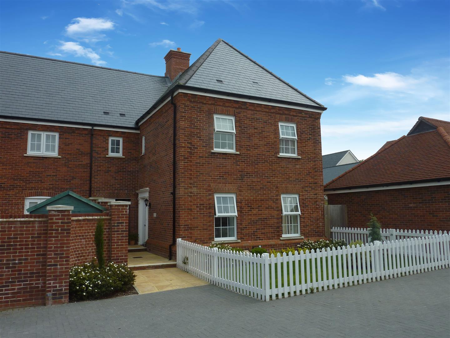 3 bedroom end mews house for sale